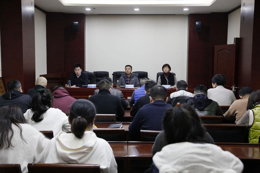 公司组织观看《中国宪法》宣传片